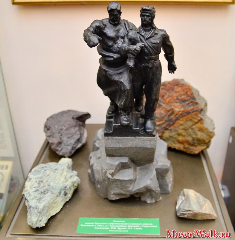 Памятник воинам уральского