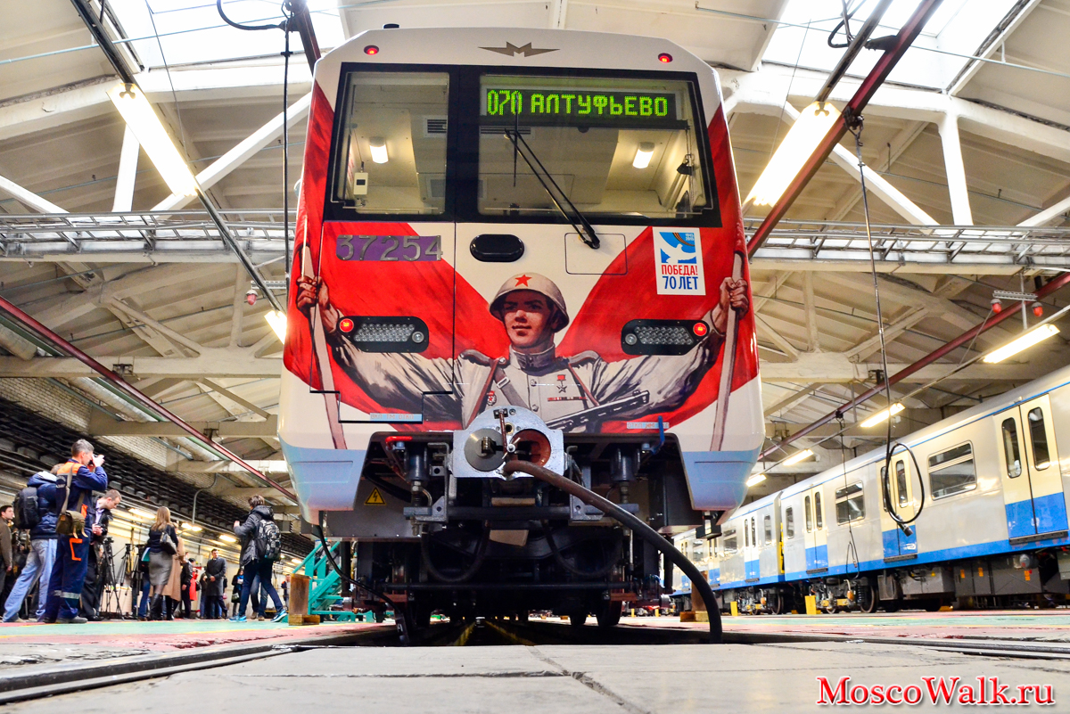 http://moscowalk.ru/images/2015/transport/train_70_Years_of_Victory/train_70_Years_of_Victory_15.jpg