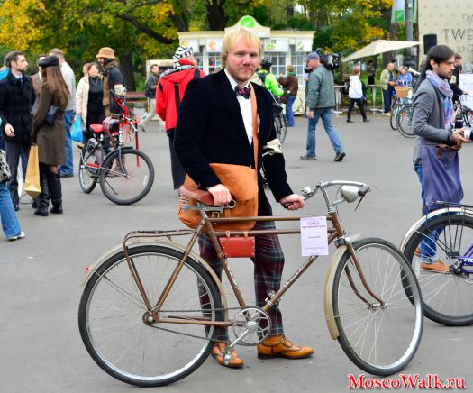 Участник Tweed Run