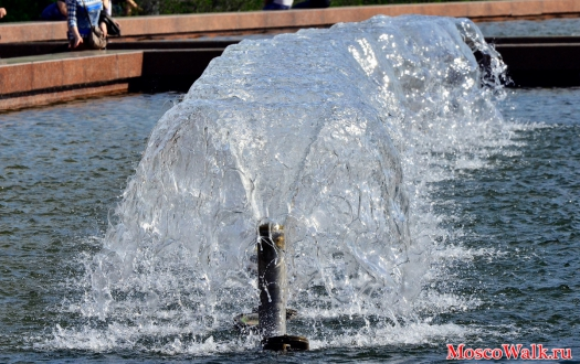 На фонтане гейзер расположенном на
