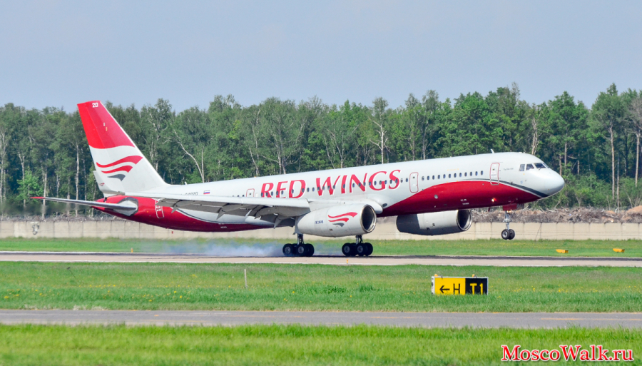 Tu-204-100 (Ra-64020) Red Wings