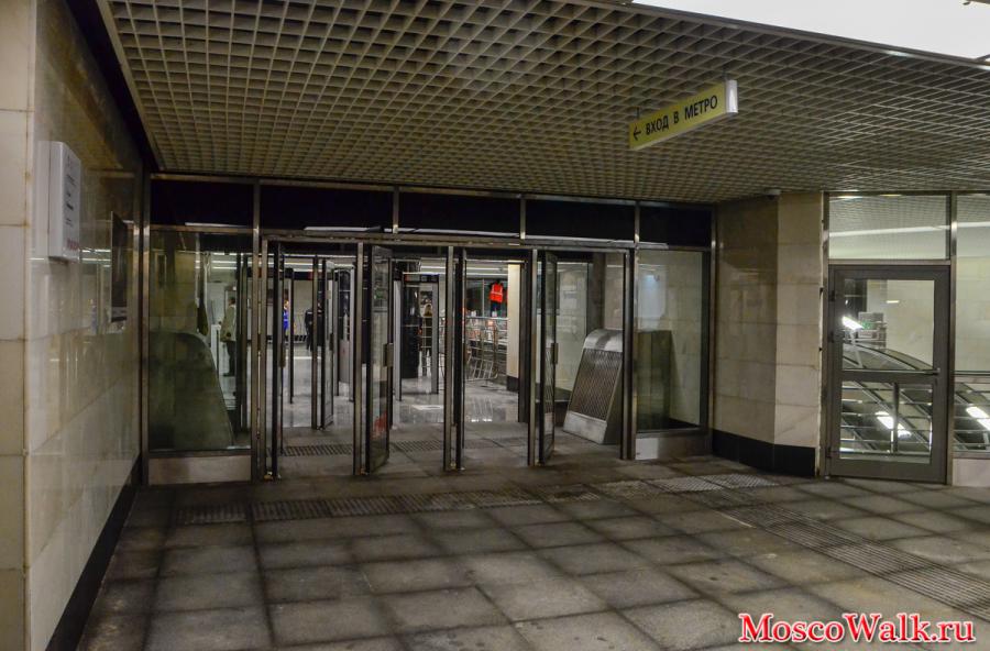 Вход в метро станция Бутырская